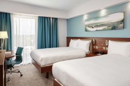 Posen Hotel Hampton by Hilton Room